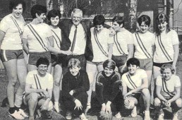 Das erste Brühler Meisterteam mit Hanni Spiess, damals noch Bernecker (zweite, stehend von links).